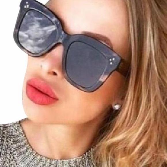5e98bf2c12c83 Celine Chris Black Round Sunglasses